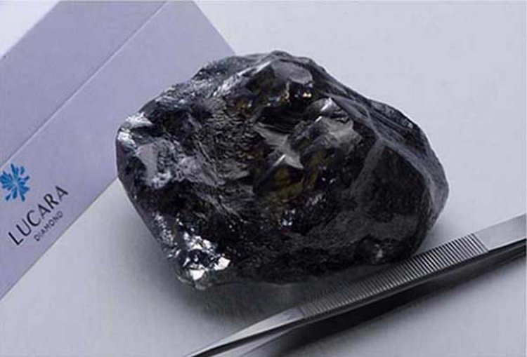 Botswana's Newly Named 1,758-Carat 'Sewelô' Diamond Is Indeed a 'Rare Find'